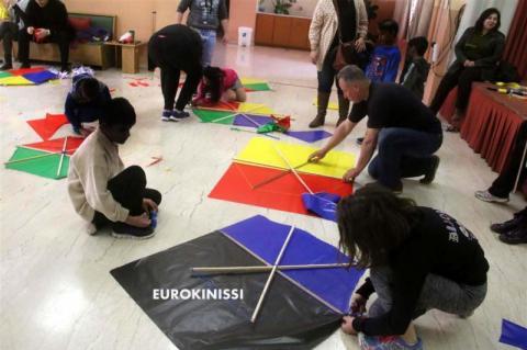 Κατασκευή χαρταετών από τα παιδιά του 5ου δημοτικού σχολείου Άργους