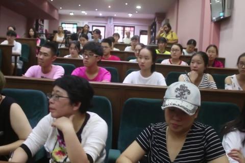 ArgolidaPortal.gr 'Αργος-Επίσκεψη Κινέζων μαθητών στον Δήμο Άργους Μυκηνών-Δήμαρχος Καμπόσος