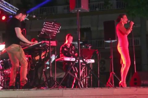 ArgolidaPortal.gr Άργος-Η Νίνα Λοτσάρη και η ορχήστρά της διασκέδασαν τους Αργείτες