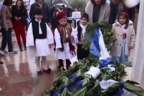 ArgolidaPortal.gr Άργος - Κατάθεση στεφάνων από μαθητές για την 25η Μαρτίου