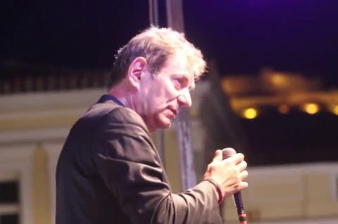 ArgolidaPortal.gr Ο Άγγελος Διονυσίου τραγούδησε στην πλατεία του Άργους