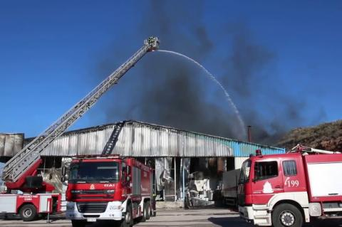 ArgolidaPortal.gr 'Αργος- Πυρκαγιά κατέστρεψε τυροκομείο στην Άκοβα