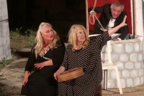 ArgolidaPortal.gr Γέμισε το Αρχαίο θέατρο Άργους η παράσταση «Μπαμπά…Μην ξαναπεθάνεις Παρασκευή»