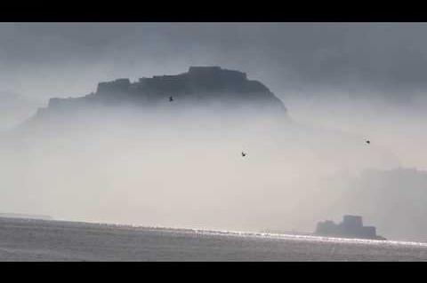 ArgolidaPortal.gr  Ναύπλιο - Λευκός καπνός απο τα πυρηνελαιουργεία καλύπτει τη πόλη Ναύπλιο