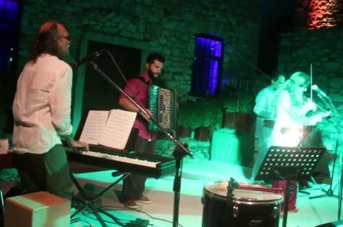 ArgolidaPortal.gr Ναύπλιο-Αυγουστιάτικη πανσέληνος και συναυλία με την Ρεμπούτσικα στο Παλαμήδι