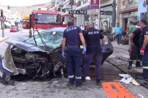 ArgolidaPortal.gr Ναύπλιο: Καραμπόλα 4 αυτοκινήτων με τρεις τραυματίες