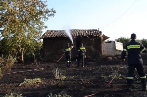 ArgolidaPortal.gr Φωτιά σε εγκαταλελειμμένη αποθήκη στη Δαλαμανάρα