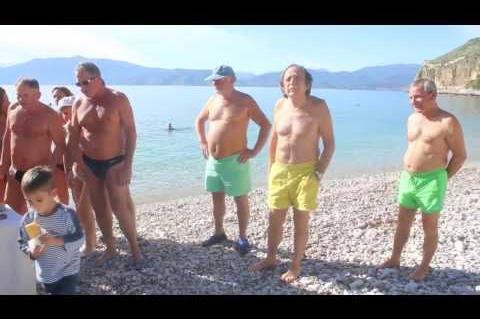 ArgolidaPortal.gr Ναύπλιο:Οι χειμερινοί κολυμβητές έκοψαν την πίτα τους