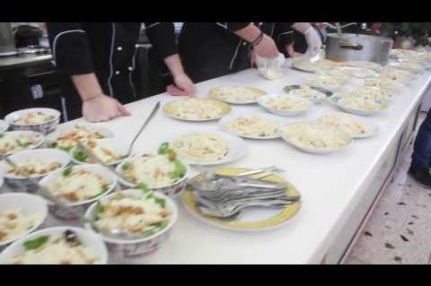 ArgolidaPortal.gr Πυργέλα-οι μαθητές μαγειρικής τέχνης του ΟΑΕΔ μαγείρεψαν για το ΕΕΕΚ Αργολίδας